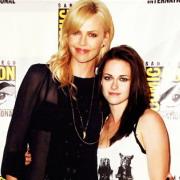 Charlize-Theron-Kristen-Stewart.jpg