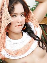 Small Boobs, Jasmine Wang 13b, Suesse Maus Rasiert Ihre Muschi Auf Der Parkbank