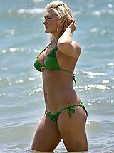 Tiny Bikini, Brooke Hogan in exlusive bikinis by the ocean