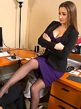 Secretary, Dani Daniels punishes her worker then decides to make him punish her muschi and have hot sex in the office.