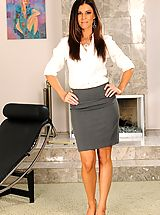 Secretary, There is a therapy and there is... therapy, which is significantly more pleasurable. For the slightly nymphomaniac India Summer therapy means sex. Plenty of it! When she lays down along Marco's bench to get a shrink, she already knows that the therapist d