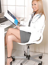Secretary, Sexy Doctor Jessy Brown Gives Glory Hole Head in her Office