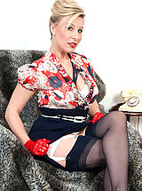 Secretary, Saffy teases over the phone, then turned on by her kinky girdle and seamed nylon hose, opens up and cums for us.