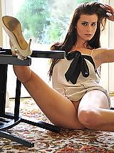 Upskirt, Naked ines in foxtrot