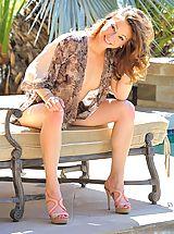 Public Nudity, Blake shows off her bikini