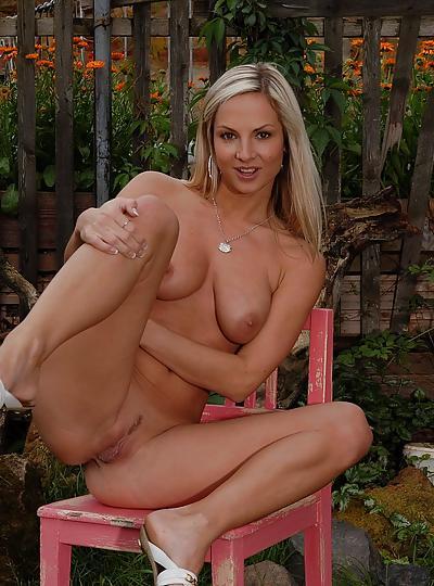 Nude girls garden 2