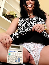 Sexy Legs, Sexy 38 year old RayVaness strips off her office gear and spreads