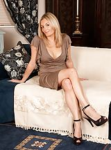 Sexy Legs, Sexy blond MUM Scarlet posing undressed in just her high heel pumps.