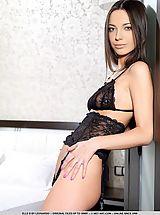 Sexy Legs, Elle D: