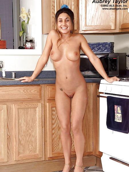 Fotzen shaved vagina of aubrey taylor 02 kitchen cameltoe pussy