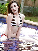 Micro Bikini, Chinese Babe Areeya Oki 26 Dropping Her Bikini In The Pool