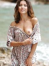 Micro Bikini, Divina A: