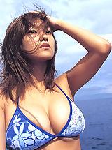Micro Bikini, Minami in Cute gravure idol shows off her plump delicious breasts at beach