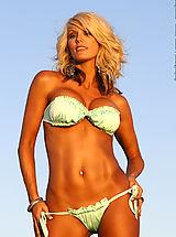 Micro Bikini, Sarah Camryn Bombshell Babe