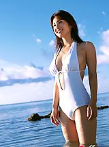 Micro Bikini, Junko Yaginuma in Plump breasted gravure idol beauty enchants in her swimsuit