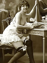 Vintage And Retro, The Famous Vintage Riscue Cards From France 1920 Displaying Beautiful Nudes