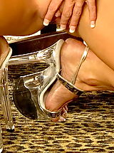 High Heels, Tylene Buck in Microschrott Silverlight Blonde Fitness Queen